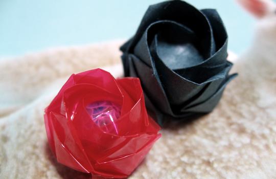 和紙とセロファンのバラ